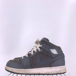 Nike Air Jordan 1 Mid Cool Grey Kids Size 6.5y